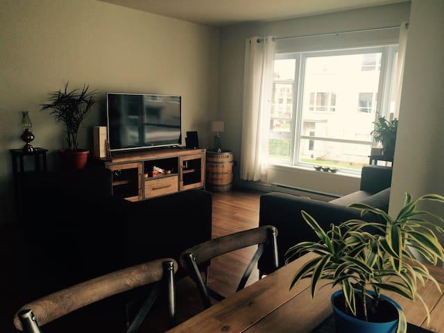 Condo moderne, spacueux avec balcon - Quebec - Byt