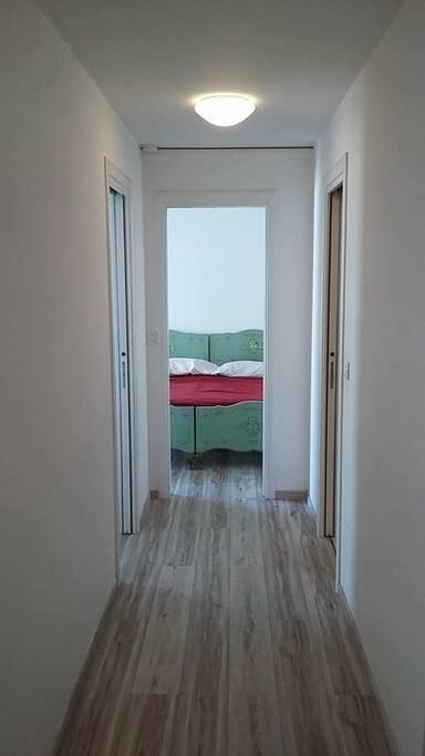 corridoio nella casa parquet in legno