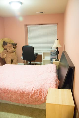 1 BD and 1 BT close to Nike (pink room)