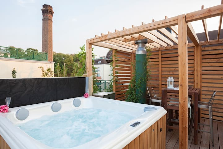 Romantic STUDIO with JACUZZI