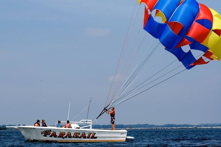 This rental receives a discount on Parasailing at Cedar Point