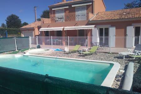 Villa provençale  4 étoiles piscine - VALLON PONT D ARC - Huvila