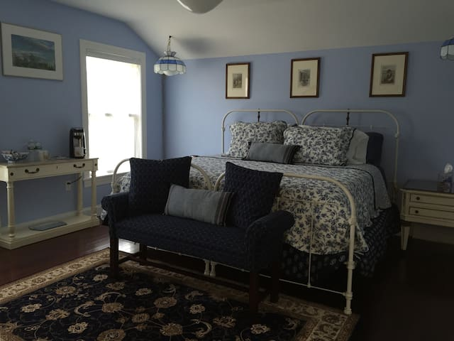 E&B's BnB Blue Room