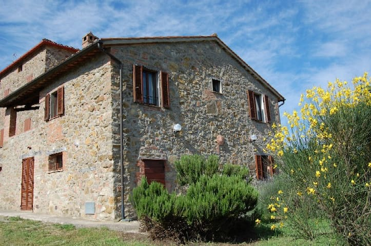 Rural house with panoramic views - Paciano - บ้าน