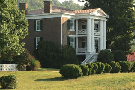 Maple Hall Inn Guest House - Lexington - Bed & Breakfast