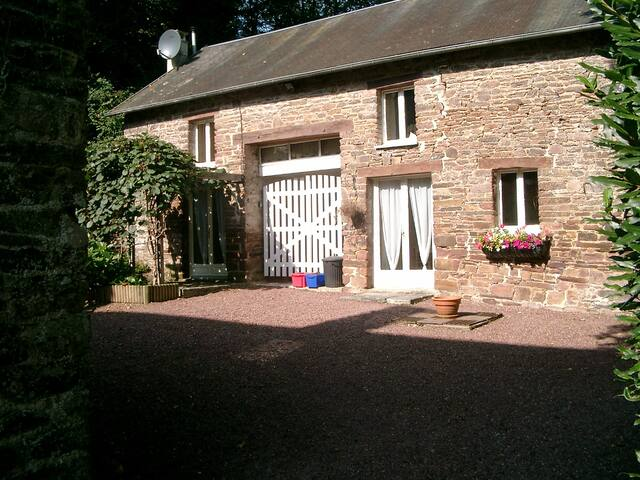 Moudre le Chaumiere Cottage at Moulin de la Roque - Montpinchon - Casa