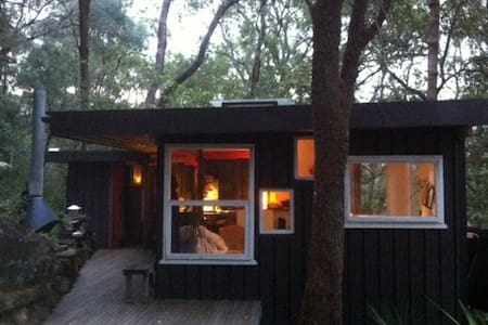 A RIVER SHACK . Luxury Glamping . ARRIVE BY BOAT - Bar Point - Treehouse