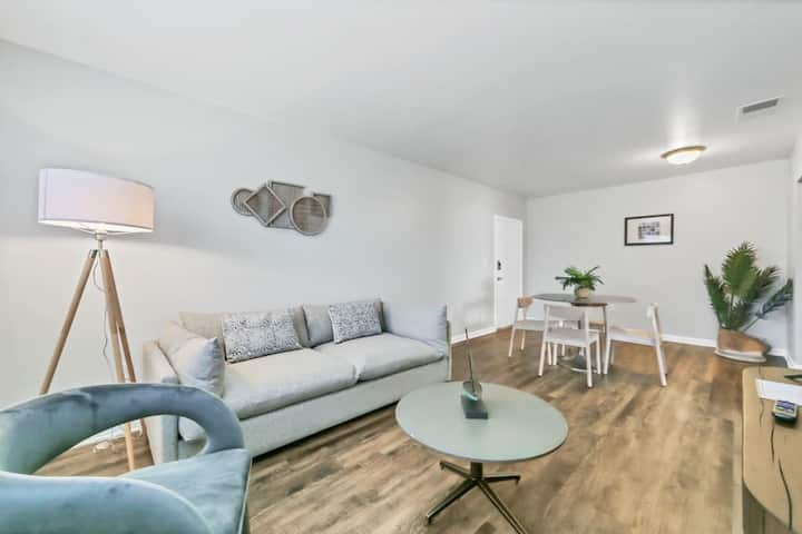 Viagem Bright 1BR With Parking, Near Stores