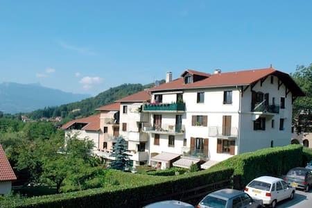Apartment 85m2 quiet and bright at the top floor - Bresson - Leilighet