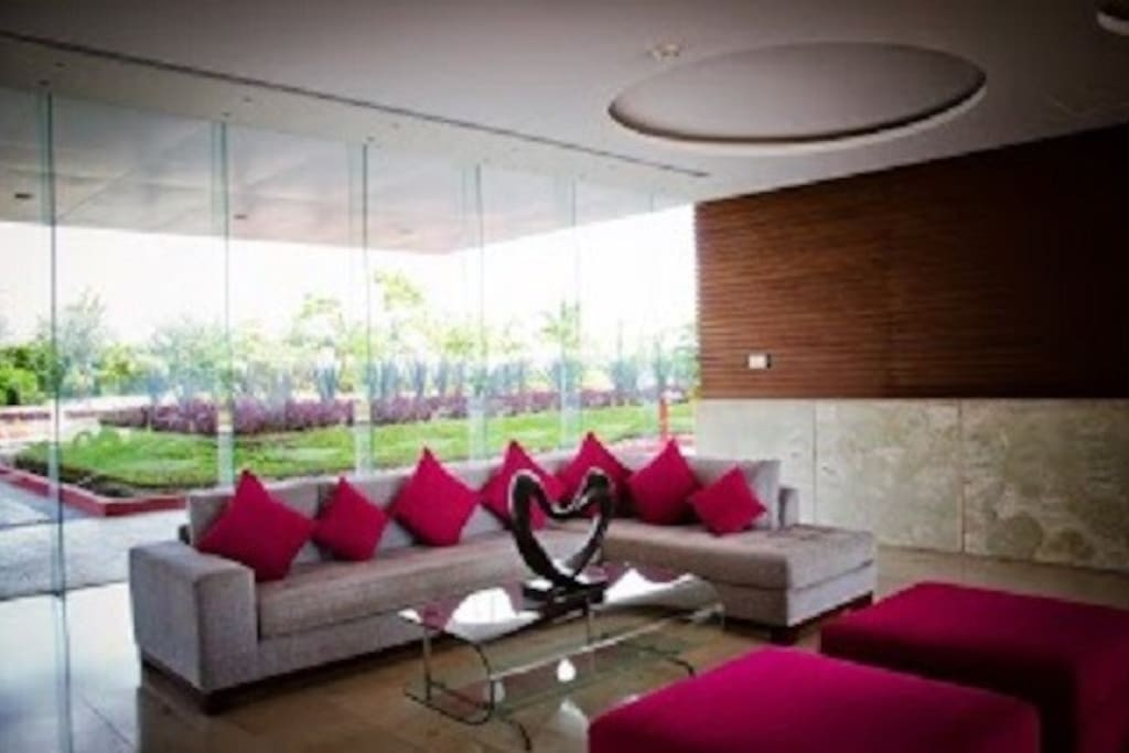 Lobby with 24 hour concierge, taxi service