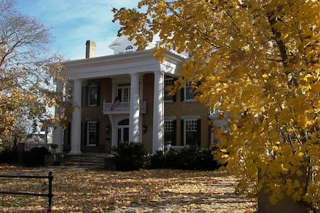 Trinkle Mansion Bed & Breakfast, Private Baths - Wytheville