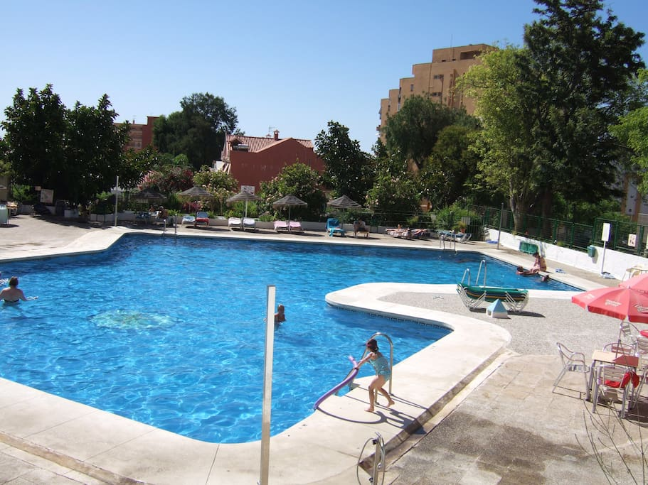 Swimming Pool - Piscina