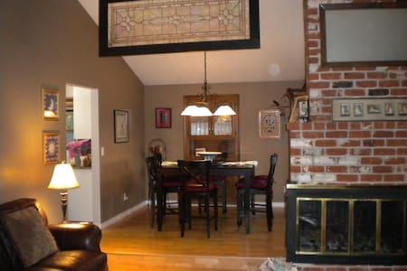 Cozy comfy room - House