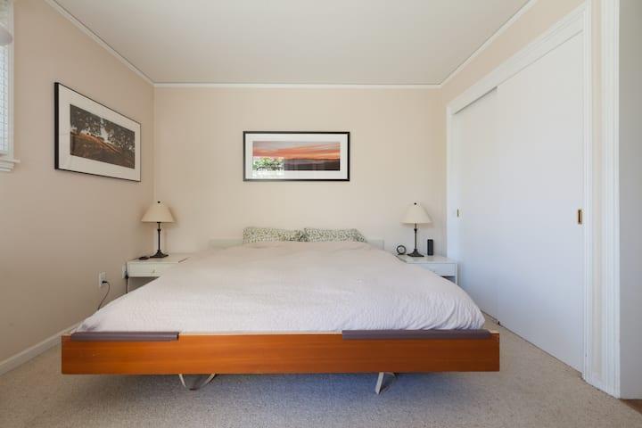 Cozy In-Law unit in Upper Rockridge