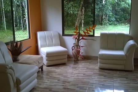 Casa en un ambiente de naturaleza - La Fortuna - House