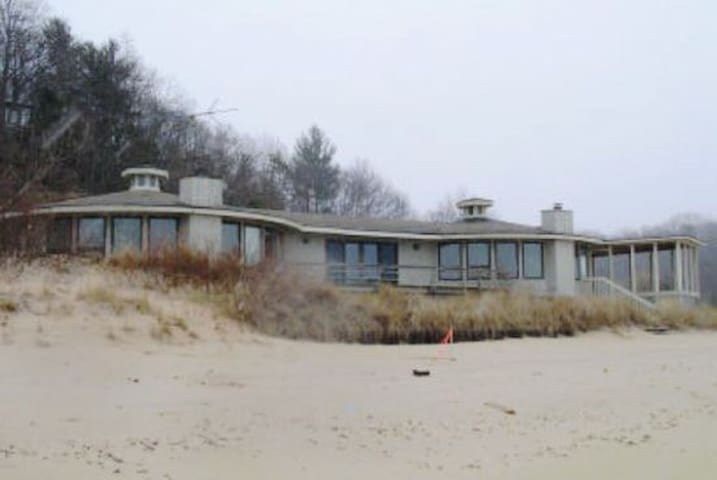 Big Lakefront Home near South Haven - Covert - Huis
