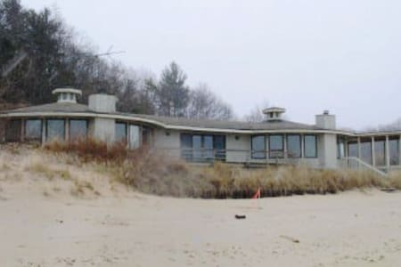 Big Lakefront Home near South Haven - Covert