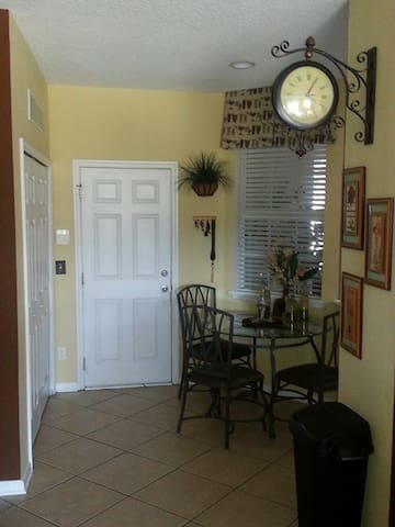 Beautiful Area Town Home - Orange Park - Townhouse