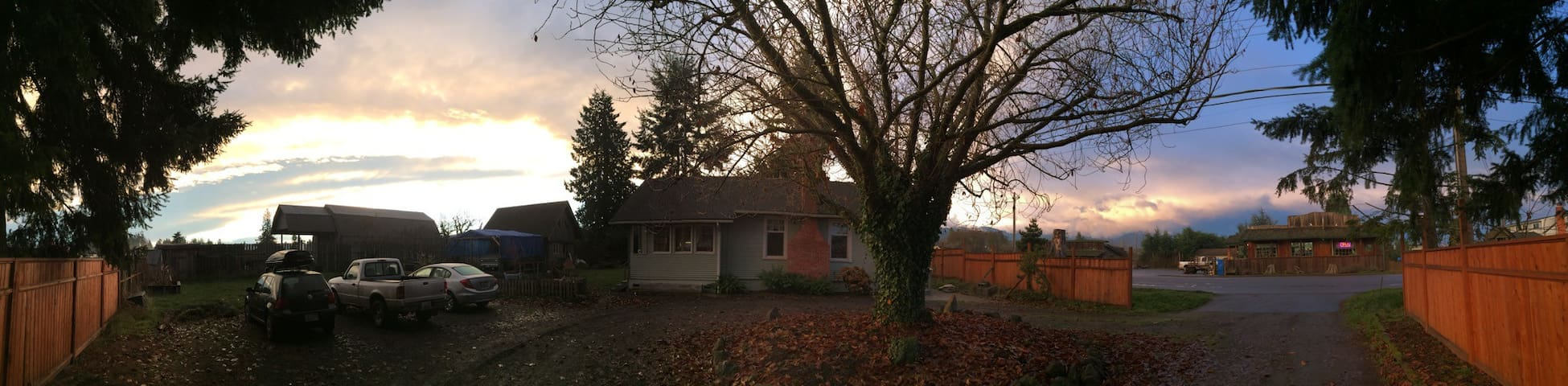 Country Cottage Outside Sequim - Sequim - Hus