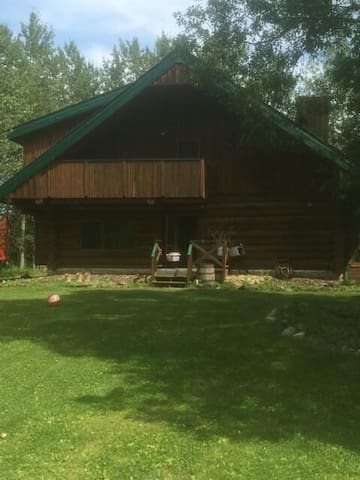 Large BEACHFRONT log cabin on Gull Lake, Alberta