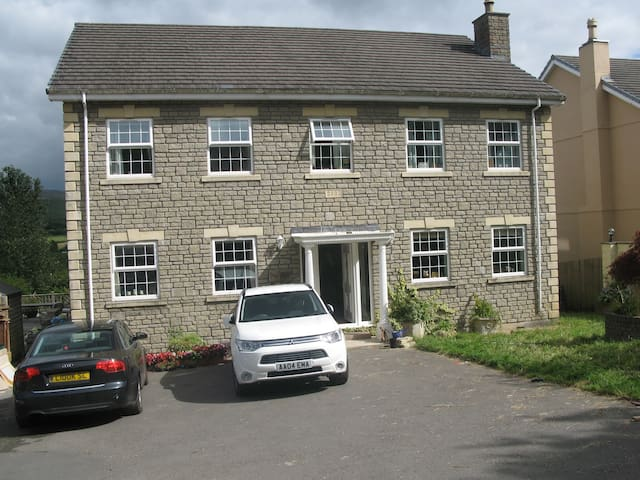 Beautiful quiet retreat with stunning views - Garnant - Bed & Breakfast