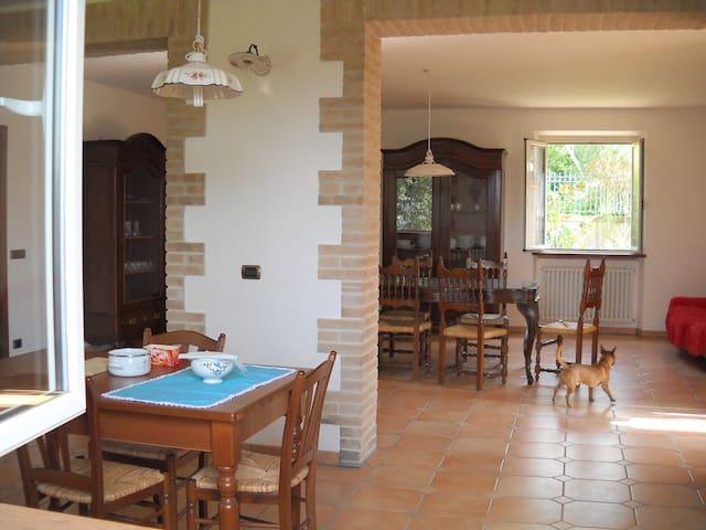 camera doppia con bagno in comune - San Severino Marche - Bed & Breakfast