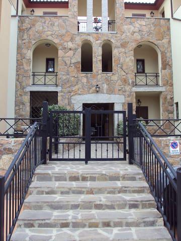 l'ingresso dell'edificio