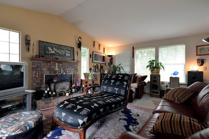 Comfy home close to WINE COUNTRY - Snohomish - Bed & Breakfast