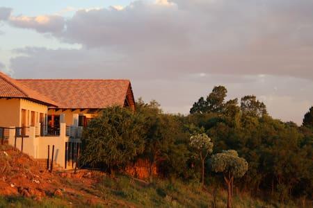 Eagles Nest Estate Guest House - Johannesburg South - Bed & Breakfast