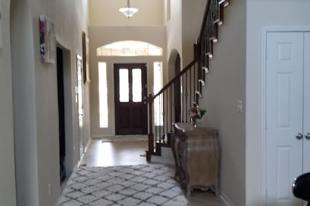 Private room w/ private bathroom - Pearland - Hus