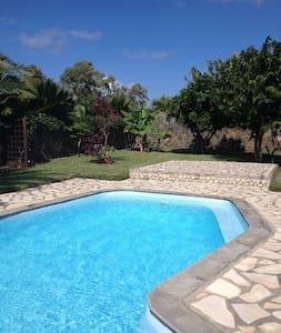 3 Bedroom Villa with Pool - Riviere-du-Rempart - Casa de campo