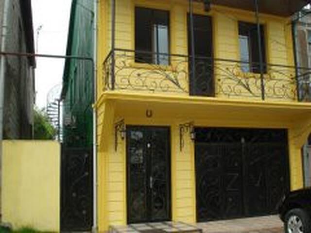 сдаеться 3 этаж 3 этажного дома - Batumi - Rumah