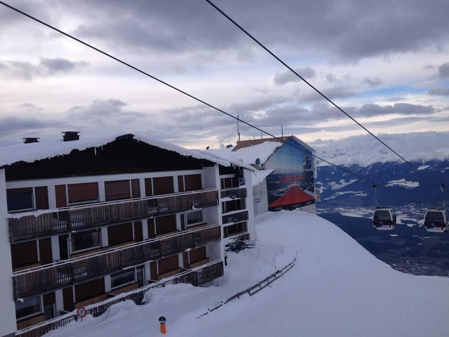 Die Frontseite des Berghaus Olymp