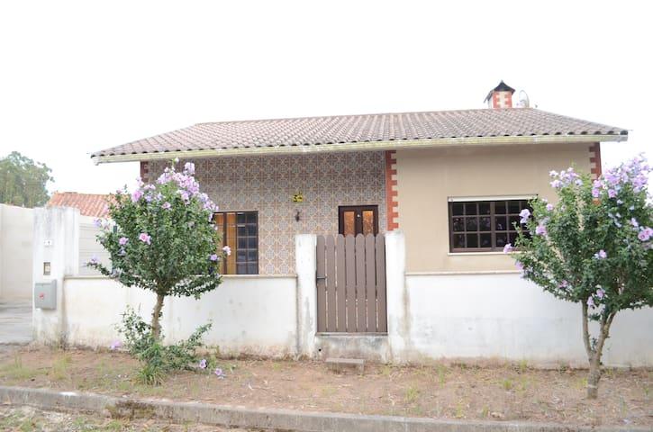Maison au calme á 20 km de la mer - São João de Loure - House