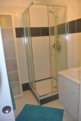 chambre ac salle de bain privative - Bréal-sous-Montfort