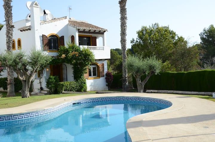 Costa Blanca villa with golf & bath