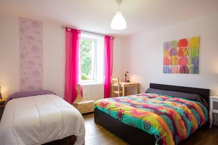 Belle chambre ds longère (3 pers.) - La Motte