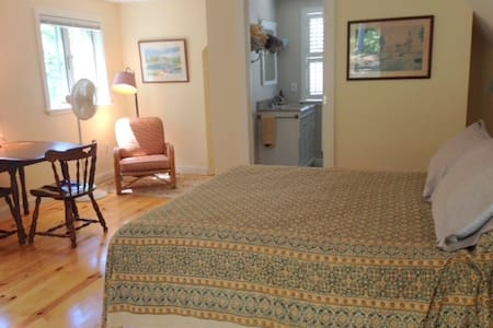 Charming, cozy, private, studio - Wellfleet - Apartment