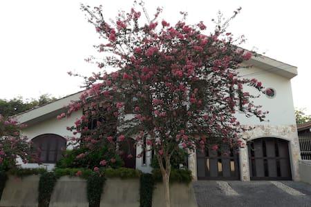 Sossego, Conforto e Localização Central - Jaraguá do Sul - Haus