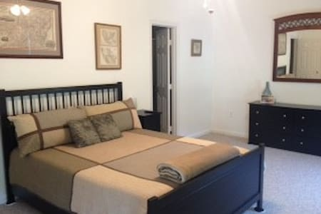 Spacious, comfy room in Springfield - Springfield - Maison