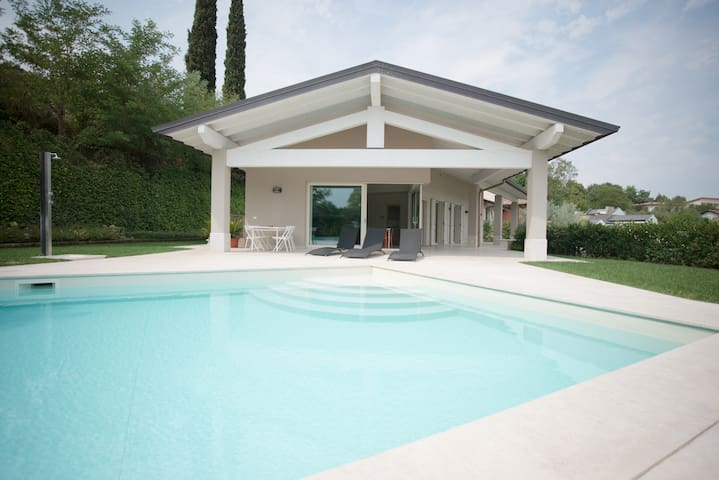 Villa panoramic view swimming pool - Padenghe Sul Garda - Casa de camp