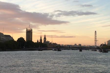 Excellent transport close to River! - Londyn