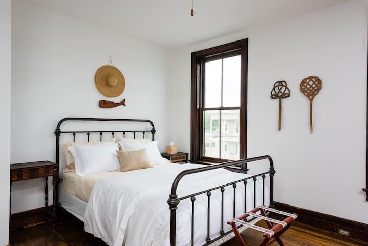 3rd Floor Designer Apartment - Hudson - Pis