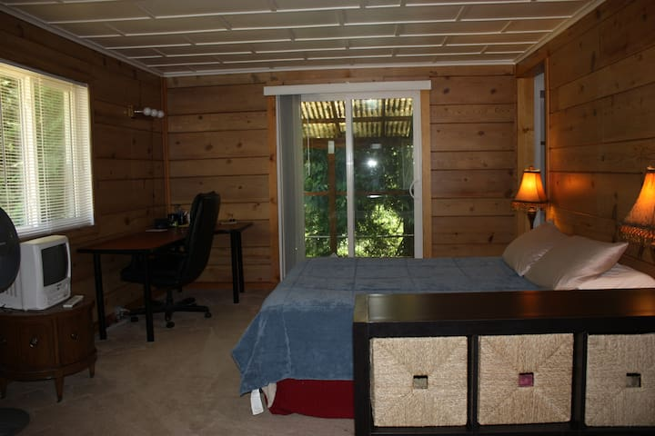 Private Cozy Cabin, Your Own Kitchen & Bathroom! - Seattle - Hus