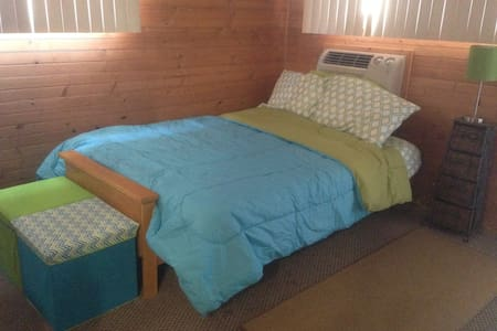 Private motel room with private bathroom - Ocean Bay Park