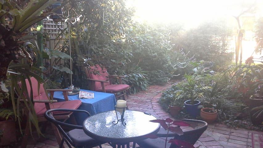 Garden Bungalow on Melbourne edge. - Northcote - Bungalow