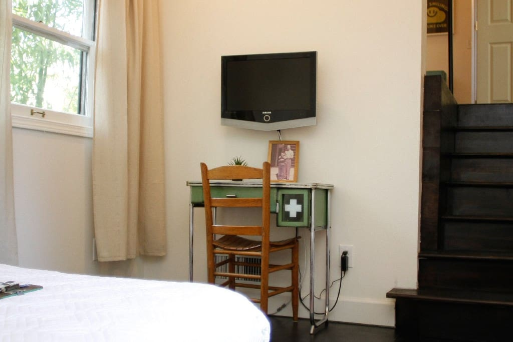 Quiet, off the street room w/ Cable and Wi-Fi included.