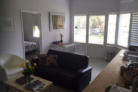 Modern 2 Bedroom Studio Apartment - Wembley Downs