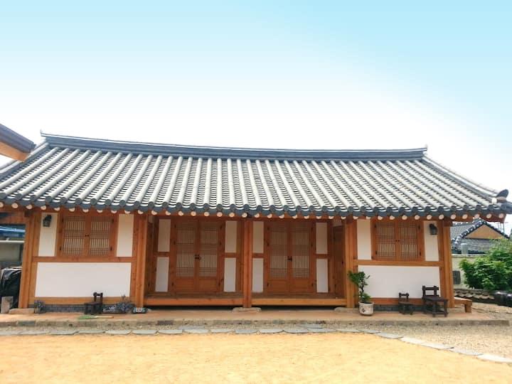 Gyeongju Traditional Style Hanok Guesthouse