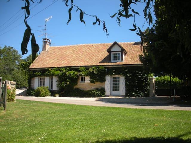 Gite avec piscine à12min de Beaune  - Saint Gervais en Valliere - Huis